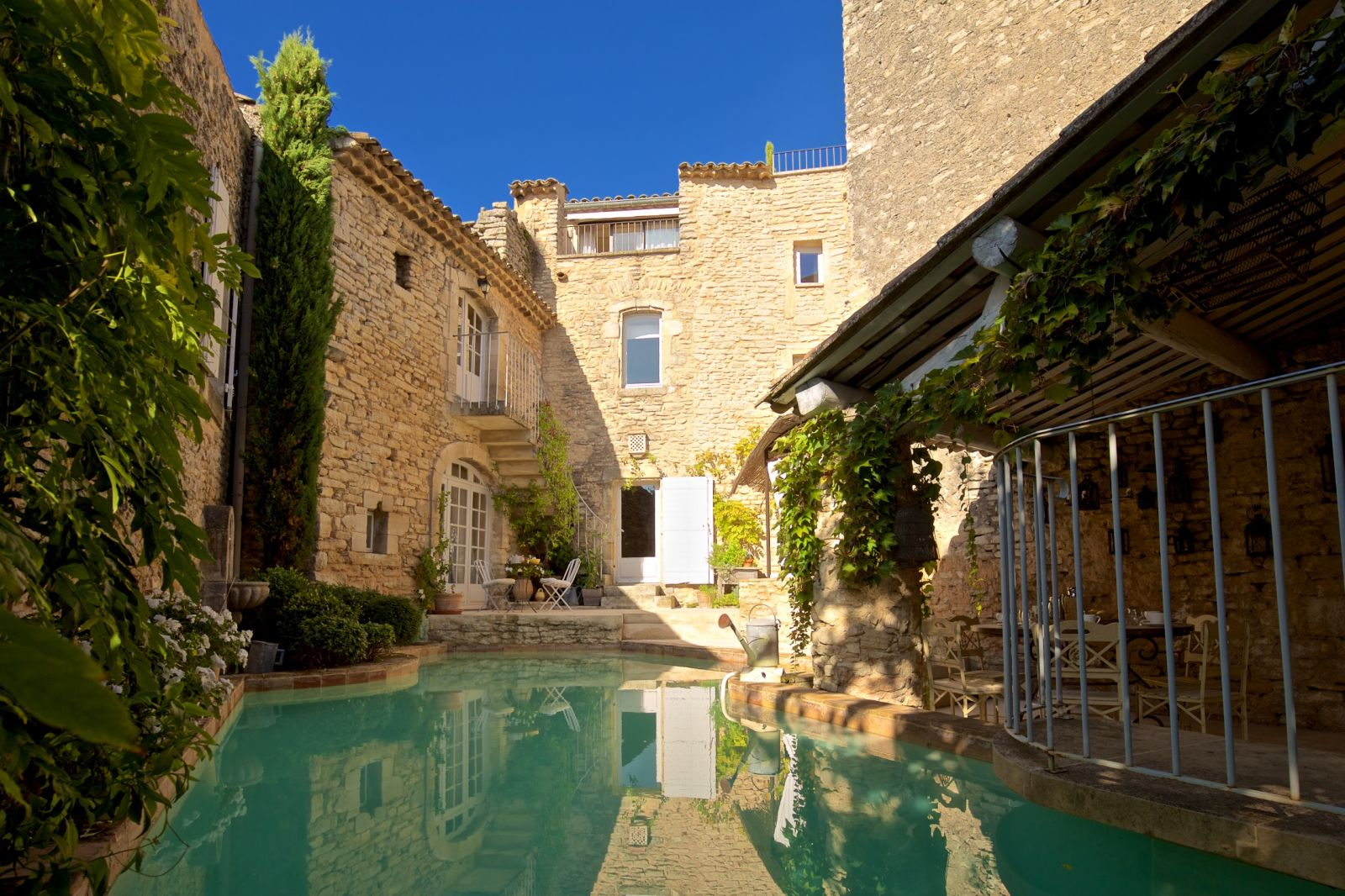 Provence luberon france vacation rentals goult goult villa for 5th avenue salon hilton head