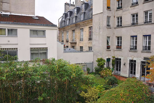 Right bank paris france vacation rentals rue du temple le for Jardin 41 rue du temple